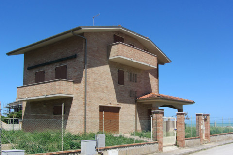Family villa in Falconara Marittima (AN)